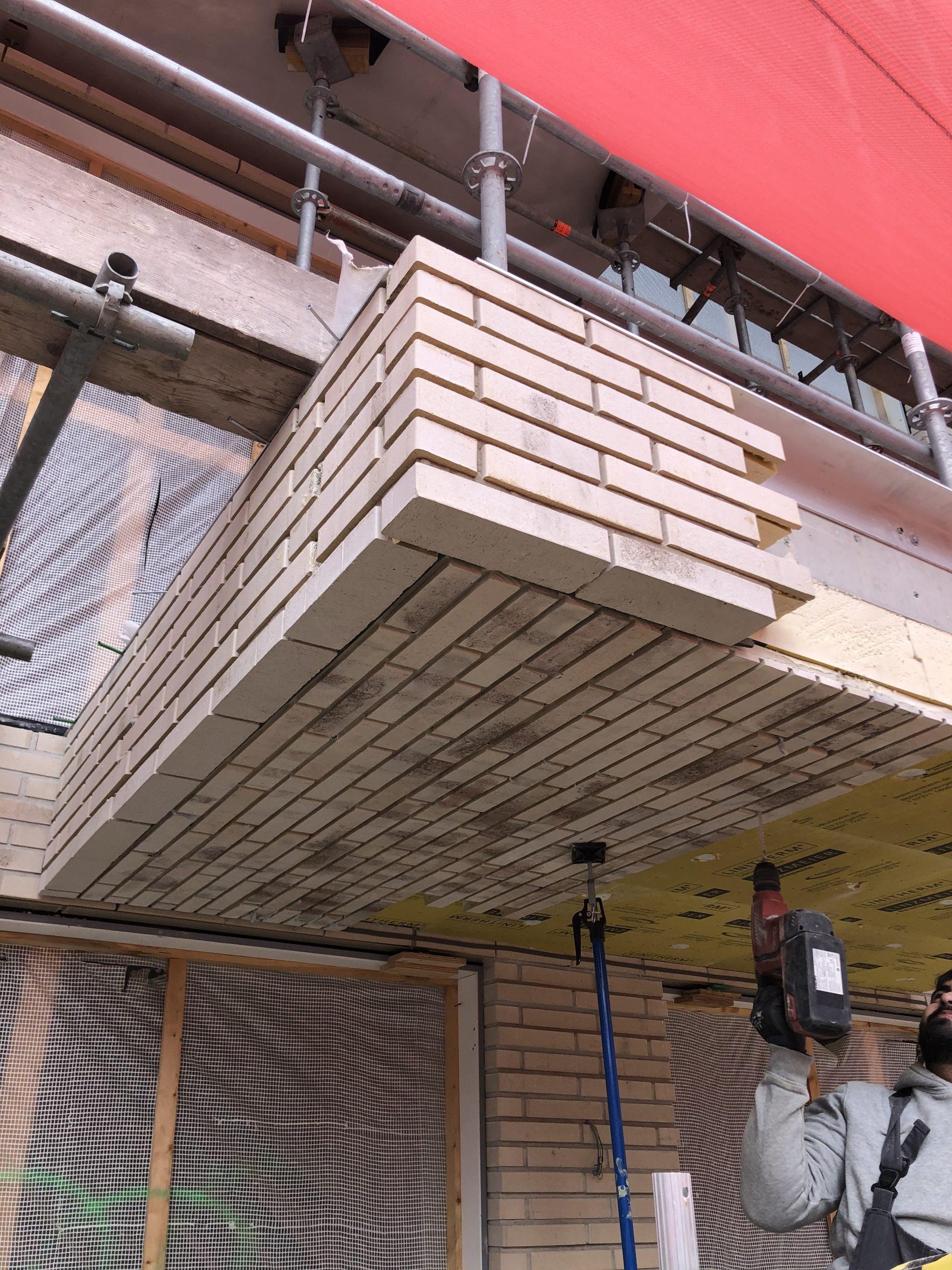 Plaatsing Ecosteen onderzijde balkons